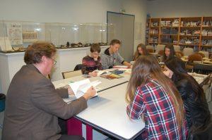 Un professeur et 6 élèves de 3e du Collège PICASSO de Vallauris préparant le Concours de la Résistance 2015